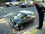 Il est tres grand ou cette voiture est tres petite ?